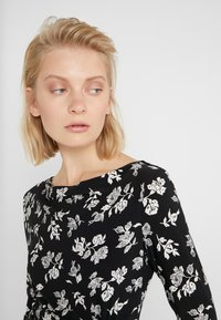 Lauren Ralph Lauren - PRINTED MATTE DRESS - Shift dress - black/offwhite - 3