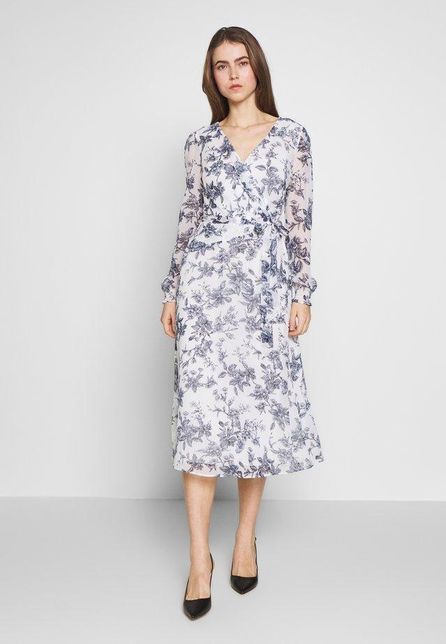 GEORGETTE DRESS - Denní šaty - colonial cream/blue