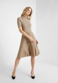 Lauren Ralph Lauren - DRESS - Pletené šaty - gold - 1