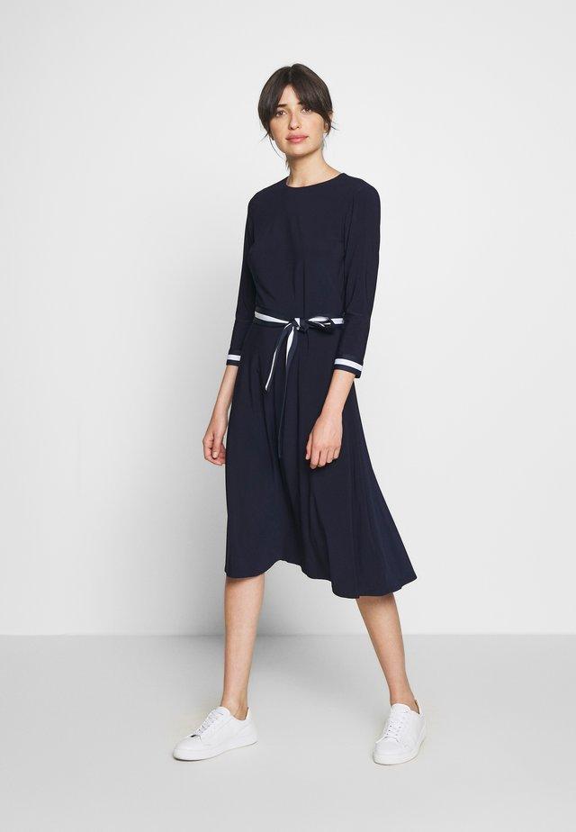 MID WEIGHT TONE DRESS - Denní šaty - lighthouse navy