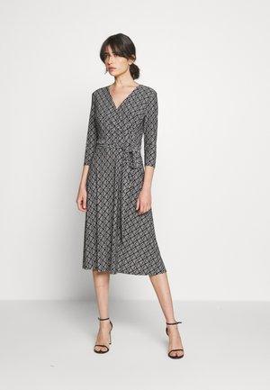PRINTED MATTE DRESS - Jerseyklänning - black/colonial