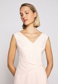 Lauren Ralph Lauren - LUXE TECH DRESS - Shift dress - belle rose - 4