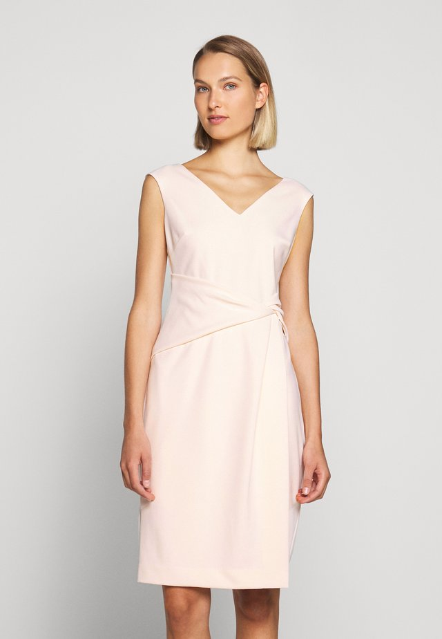 LUXE TECH DRESS - Fodralklänning - belle rose