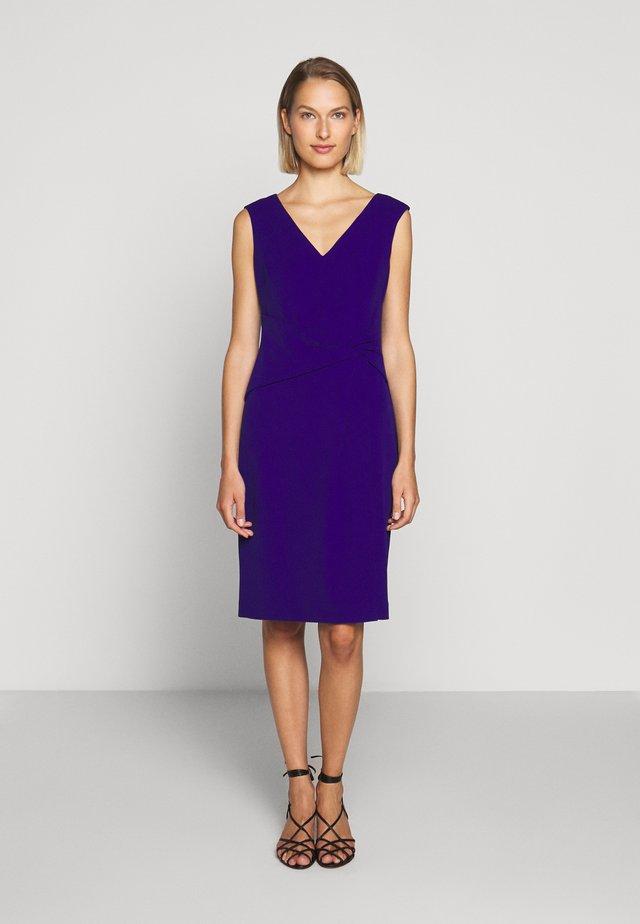 LUXE TECH DRESS - Etui-jurk - cannes blue
