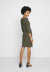 Lauren Ralph Lauren - PRINTED MATTE DRESS - Shift dress - oliva/gold/multi - 2