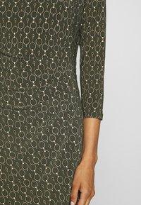 Lauren Ralph Lauren - PRINTED MATTE DRESS - Shift dress - oliva/gold/multi - 5
