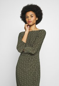 Lauren Ralph Lauren - PRINTED MATTE DRESS - Shift dress - oliva/gold/multi - 3