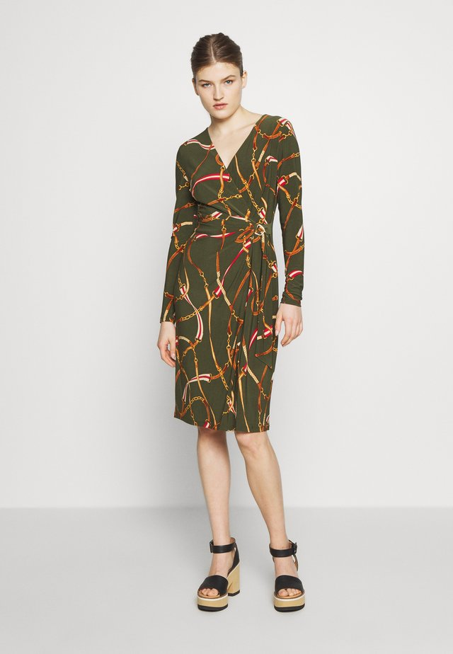 PRINTED MATTE DRESS TRIM - Jerseykjoler - oliva/red