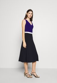 Lauren Ralph Lauren - 3 TONE DRESS - Jerseyjurk - navy/white - 1
