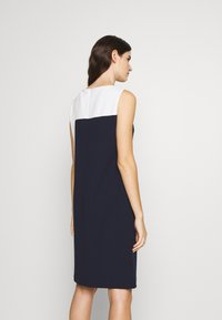 Lauren Ralph Lauren - LUXE TECH TONE DRESS - Cocktailjurk - navy/cream - 2