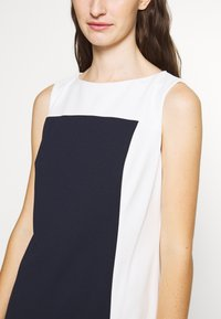 Lauren Ralph Lauren - LUXE TECH TONE DRESS - Cocktailjurk - navy/cream - 5