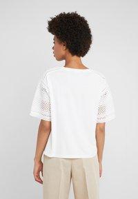 Lauren Ralph Lauren - UPTOWN - T-shirt z nadrukiem - white - 2