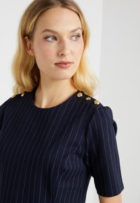 Lauren Ralph Lauren - PINSTRIPE PONTE - Print T-shirt - navy/masca - 4