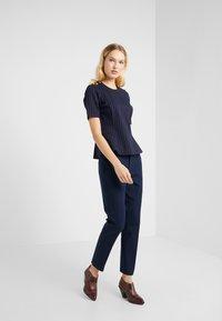 Lauren Ralph Lauren - PINSTRIPE PONTE - Print T-shirt - navy/masca - 1