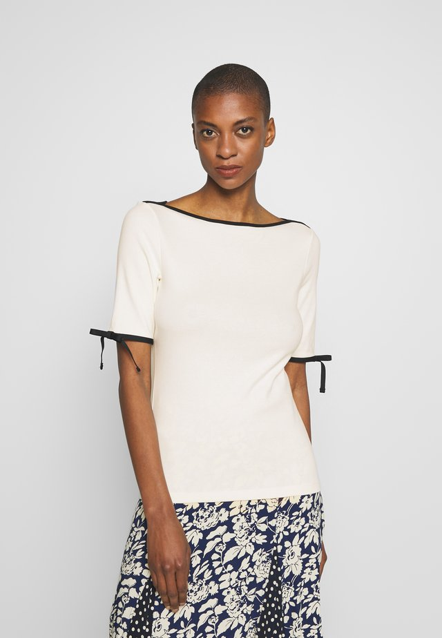 T-shirt print - mascarpone cream