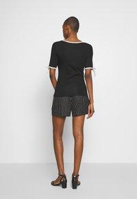 Lauren Ralph Lauren - T-shirts med print - black - 2