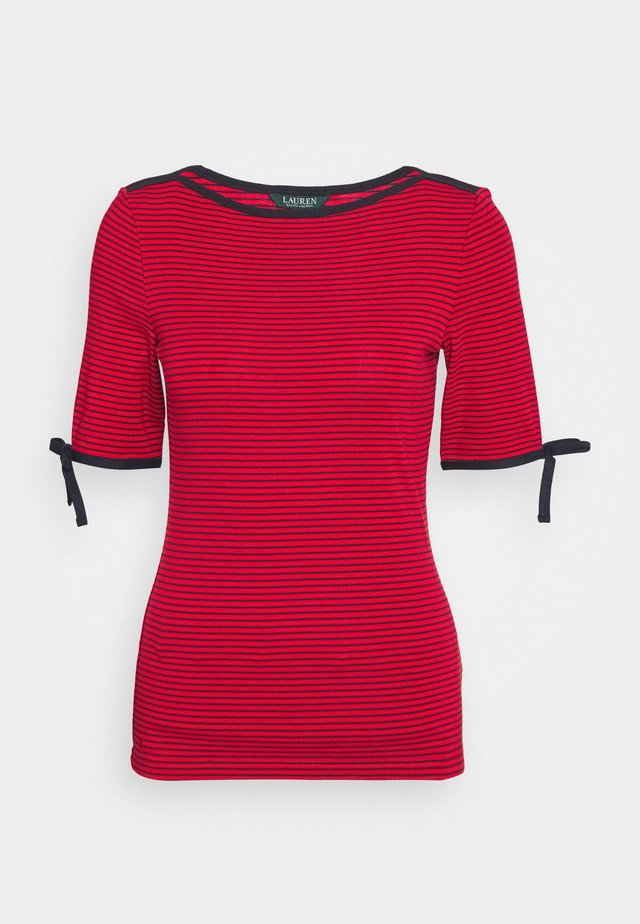 T-shirt con stampa - orient red
