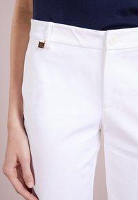 Lauren Ralph Lauren - BERMUDA - Shorts - white - 4