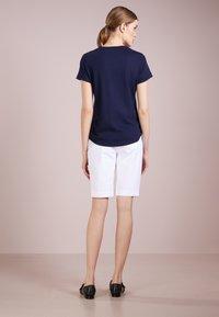 Lauren Ralph Lauren - BERMUDA - Shorts - white - 2