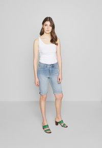 Lauren Ralph Lauren - Short en jean - light indigo wash - 1