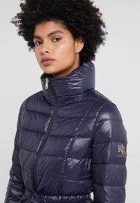 Lauren Ralph Lauren - PACKABLE RIBBON BELT - Down jacket - navy - 4