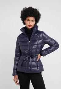 Lauren Ralph Lauren - PACKABLE RIBBON BELT - Down jacket - navy - 0