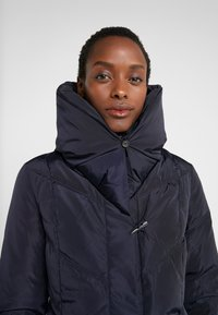 Lauren Ralph Lauren - FINISH PILLOW COLLAR  - Kabát z prachového peří - navy - 4
