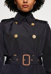 Lauren Ralph Lauren - FAUX MEMORY SOFT TAFFETA TRENCH - Trenchcoat - navy - 5