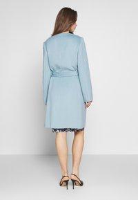 Lauren Ralph Lauren - DOUBLE FACE BELTED  - Villakangastakki - light blue - 2