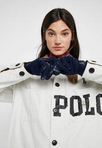Lauren Ralph Lauren - BLEND BUTTON GLOVE - Fingervantar - navy - 0