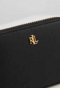 Lauren Ralph Lauren - SUPER SMOOTH ZIP  - Portemonnee - black/crimson - 2
