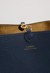 Lauren Ralph Lauren - Cabas - navy/gold - 7