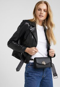 Lauren Ralph Lauren - CLASSIC MADISON - Sac banane - black - 1