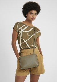 Lauren Ralph Lauren - CARTER CROSSBODY MEDIUM - Across body bag - sage - 1