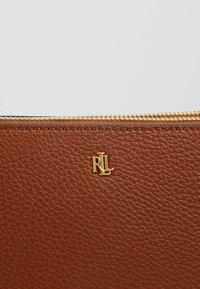 Lauren Ralph Lauren - CARTER CROSSBODY MEDIUM - Bandolera - lauren tan - 6