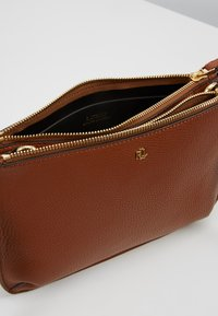 Lauren Ralph Lauren - CARTER CROSSBODY MEDIUM - Bandolera - lauren tan - 4