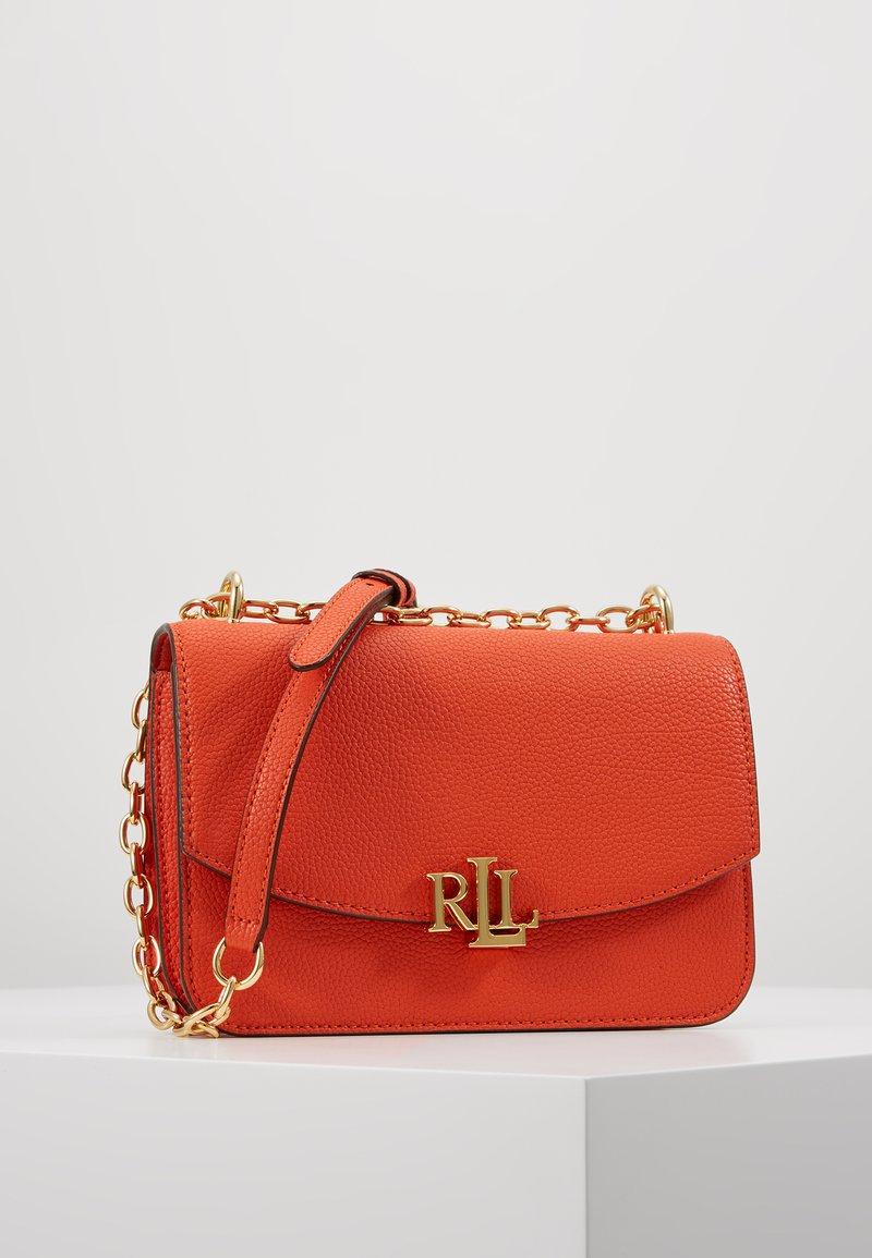 Lauren Ralph Lauren - CLASSIC  MADISON - Taška spříčným popruhem - pumpkin