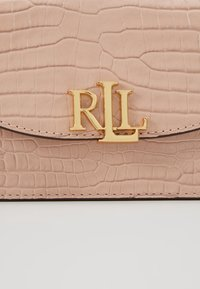 Lauren Ralph Lauren - MINI CROC EMBOSS MADISON  - Sac banane - mellow pink - 7