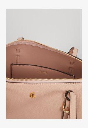 PEBBLE GRAIN KEATON - Handtas - mellow pink