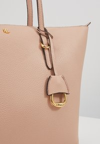 Lauren Ralph Lauren - PEBBLE GRAIN KEATON - Sac à main - mellow pink - 3