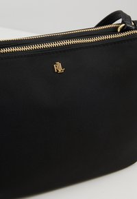 Lauren Ralph Lauren - CARTER CROSSBODY MEDIUM - Axelremsväska - black - 6