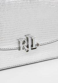 Lauren Ralph Lauren - LIZARD MADISON - Sac bandoulière - silver - 6