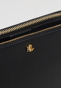 Lauren Ralph Lauren - SUPER SMOOTH SUTTON - Torba na ramię - black - 6