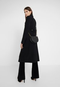 Lauren Ralph Lauren - SUPER SMOOTH SUTTON - Torba na ramię - black - 1