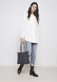 Lauren Ralph Lauren - SUPER SMOOTH MARCY - Across body bag - vanilla - 1