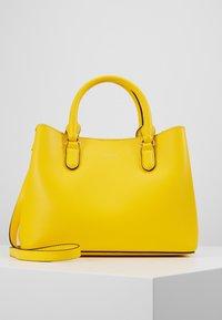 Lauren Ralph Lauren - SUPER SMOOTH MARCY - Taška spříčným popruhem - racing yellow - 0