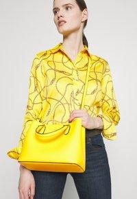 Lauren Ralph Lauren - SUPER SMOOTH MARCY - Taška spříčným popruhem - racing yellow - 1