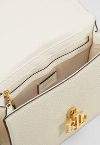 Lauren Ralph Lauren - CLASSIC PEBBLE MADISON - Across body bag - vanilla - 3