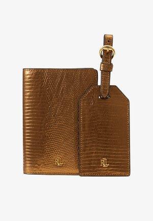 TRAVEL SET - Travel accessory - gold