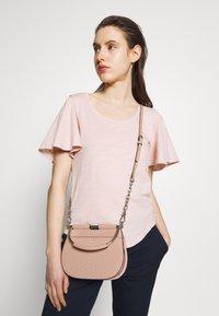 Lauren Ralph Lauren - MATTE PYTHON MASON  - Handbag - mellow pink - 1